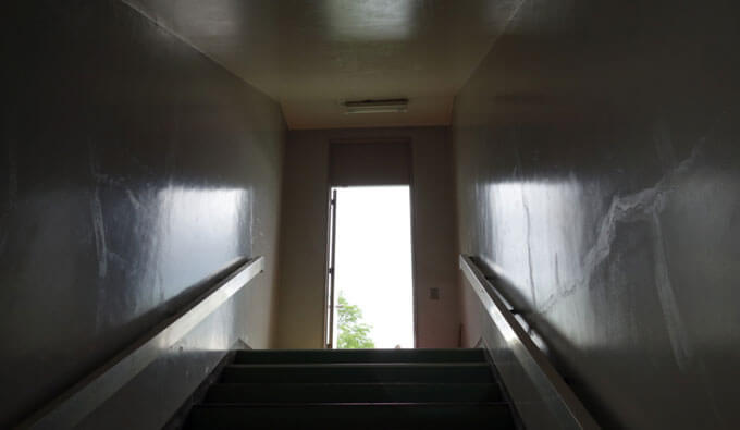 野外セックス階段